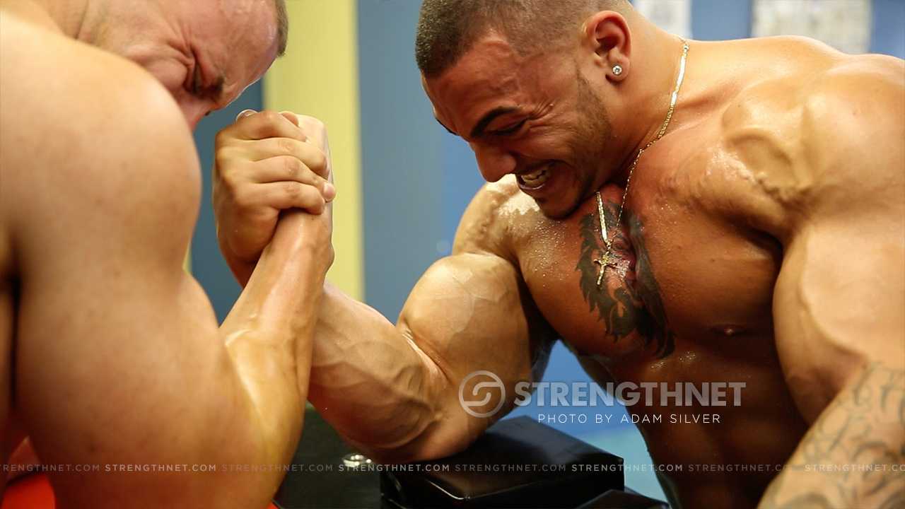 arm-wrestling-tristen-vs-jason-2